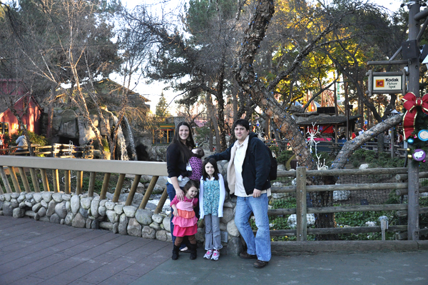 Family Visit With Kids to Knotts Berry Farm Park (10)