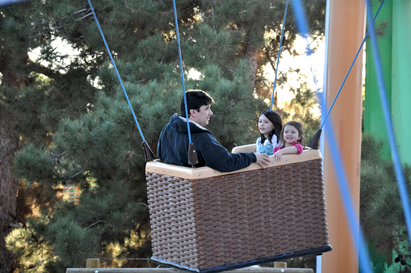 Family Visit With Kids to Knotts Berry Farm Park (9)