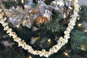 Holiday Decorating – String Your Own Popcorn Garland #FunSideOut