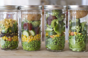 Tips For Healthy Lunches – Easy Jar Salads