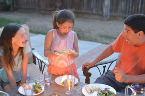 Simple Outdoor Dinner For The Family – Grilled Pizza!