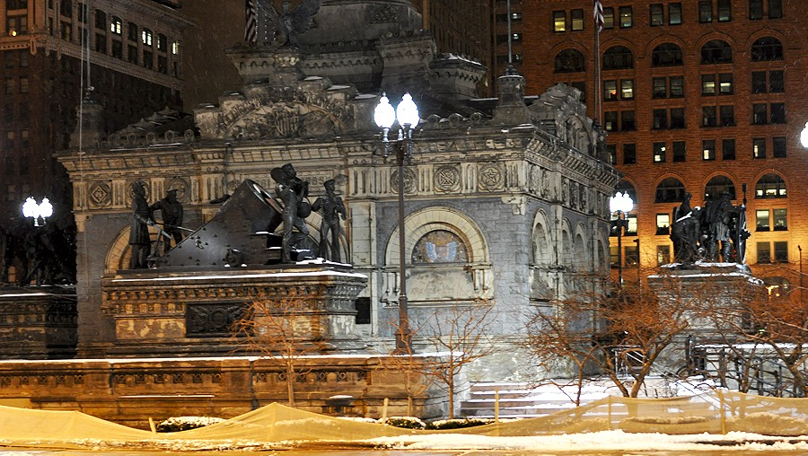 view from Pura Vida cleveland ohio of memorial square Soldiers' and Sailors' Monument