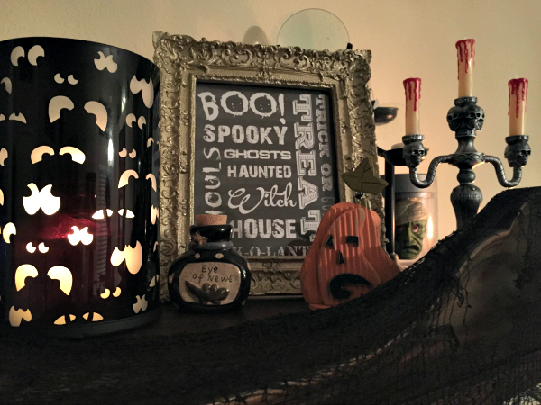 free halloween printable on shelf