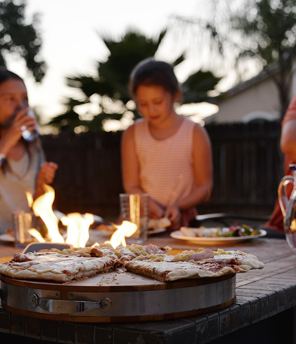 kid eating pizza with family