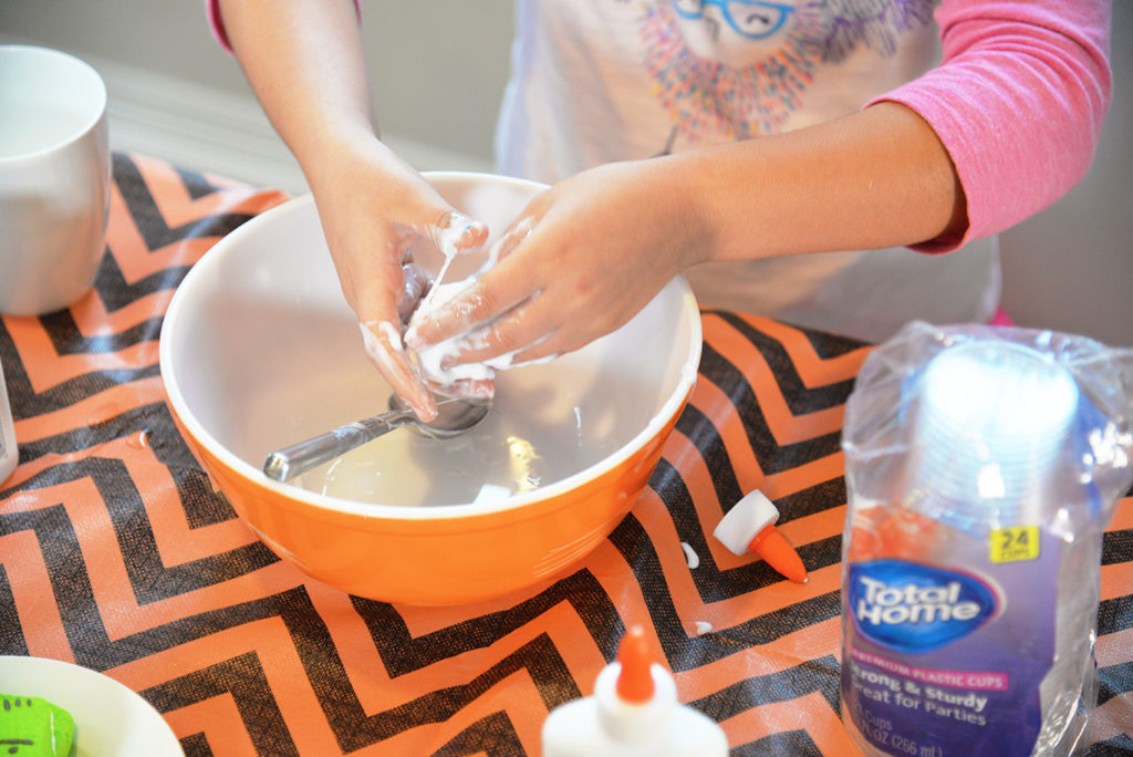 borax slime being made