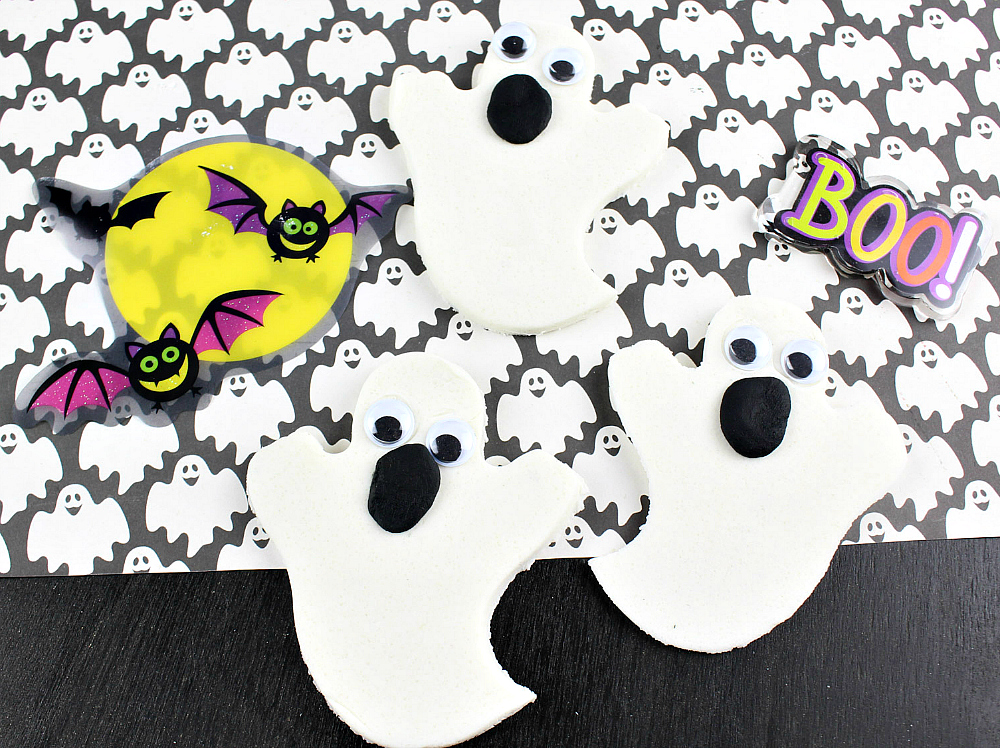 Crafts For Kids – Marshmallow Scented Ghost Playdough