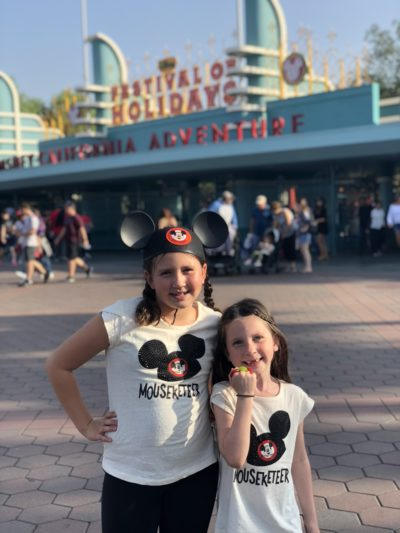 disneyland festival of holidays christmas 2018 mouseketeer shirt
